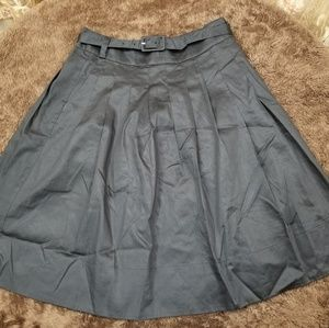 🎀H&M🎀 Pleated Midi Skirt - NWOT!!!
